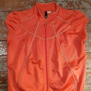 Divided sleeveless jacket